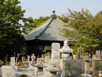 稲毛三郎さん(中央)と奥さんのお墓(左.小さい) 興福寺(川崎市多摩区)は稲毛氏の館があったとこ